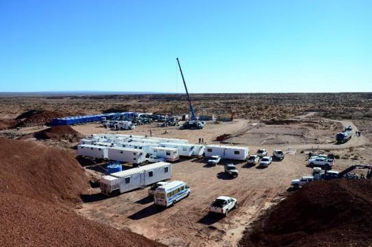 Neuquén: Recorrida de campo en pozos de tight gas en Sierra Barrosa -