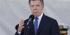 El presidente colombiano, Juan Manuel Santos, pronuncia un discurso durante una ceremoniapara conmemorar el aniversario 94 de la Fuerza Aérea de Colombia en una base militar en Bogotá.
