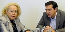 El saliente primer ministro de Grecia, Alexis Tsipras, junto a la presidenta de la Suprema Corte, Vassiliki Thanou, en una reunión en Atenas, Grecia, 10 de octubre de 2014. La presidenta de la Corte Suprema de Grecia Vassiliki Thanou fue designada como primera ministra interina para liderar el país hacia las elecciones previstas para el mes próximo, dijo el jueves la oficina del presidente. REUTERS/Evi Fylaktou/Eurokinissi