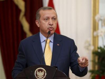 El presidente de Turquía, Tayyip Erdogan, en Yakarta el 31 de julio de 2015. Turquía llevará a cabo una elección anticipada el 1 de noviembre y se formará un Gobierno interino hasta ese momento, si es necesario con políticos de afuera del Parlamento, dijo el viernes el presidente Tayyip Erdogan. REUTERS/Darren Whiteside
