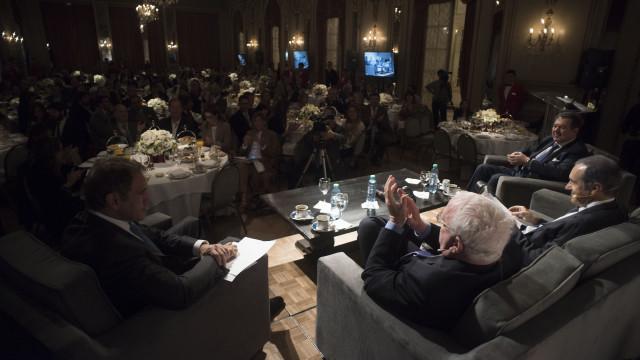 El Hotel Alvear fue el escenario del debate